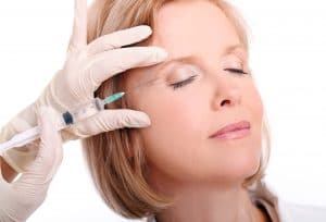 botox kezelés az arcon kialakuló mimikai ráncok eltüntetéséhez